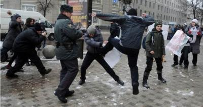 Counter protesters attack LGBT rights advocates peacefully demonstrating in Voronezh, Russia.Photo Credit: Article20.org