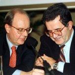 Il sottosegretario alla presidenza del consiglio Enrico Micheli (il ministro del Tesoro Carlo A. Ciampi, all'epoca di Romano Prodi, Presidente del Consiglio)