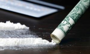 sniff-cocaine