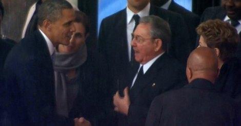 Commemorazione Mandela: tra Obama e Castro la mano della Storia, complice Madiba.