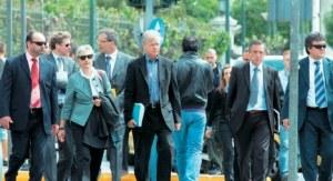 eccoli i 4 controllori europei....che passano al setaccio le finanze greche....oltre un folto stuolo di burocrati di Bruxelles....che tra poco prenderanno anche casa ad Atene!...e a settembre un'altra stretta alla cinta dei greci! BOB TRAA olandese SERVAZ DEROOUGE belga KLAUS MAZOUX tedesco ZOAO NINIO portoghese