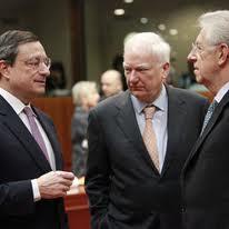 Draghi, Maystadt e Monti all'Ecofin di Bruxelles (EPA)