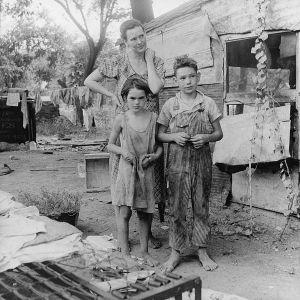 Famiglia durante la grande depressione. Il cosiddetto ceto medio fu particolarmente colpito dalla crisi economica. Oklahoma, 1936